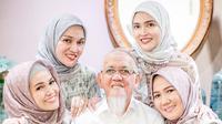Shandy Aulia pakai hijab saat kumpul bareng keluarga. (dok. Instagram @shandyaulia/https://www.instagram.com/p/Bx-GzgYn4Dn/Putu Elmira)