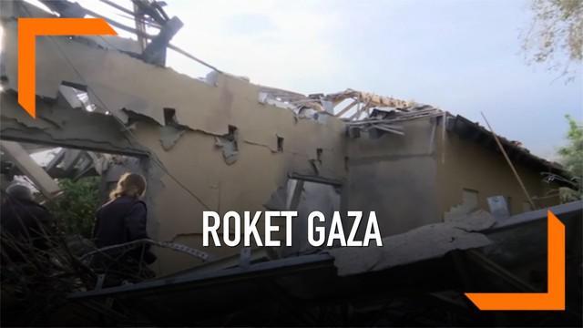 Sebuah roket dari Jalur Gaza menghantam sebuah rumah di Israel. Insiden ini mengakibatkan tujuh orang terluka. Tidak ada klaim pertanggungjawaban langsung atas insiden tersebut.