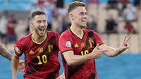 Thorgan Hazard - Pemain yang berposisi gelandang ini menjadi pembeda pada laga melawan Portugal di babak 16 besar Euro 2020. Hazard menjadi pencetak gol satu-satunya dan sekaligus memastikan Belgia meraih satu tiket ke perempat final. (AP/Thanassis Stavrakis, Pool)