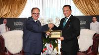 Ketua MPR RI Bambang Soesatyo saat menerima Duta Besar Bulgaria untuk Indonesia, H.E. Peter Andonov, di Ruang Kerja Ketua MPR RI, Jakarta, Selasa (19/11/19).