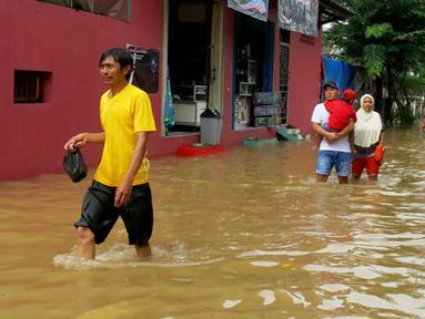 Sejumlah Warga memilih untuk mengungsi dari rumah, di Perumahan Ciledug Indah I, Ciledug, Tangerang, Jum'at (23/01/2015). (Liputan6.com/Andrian M Tunay)