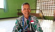 Supaat, jemaah calon haji berhasil naik haji dari uang jaga makam dan kumpulkan bunga kamboja. (www.dream.co.id)