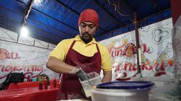 Trias Wibowo selaku pemilik warung pizza ini mengatakan bahwa ia mendirikan Tunqu Nangkring Pizza karena hobi memasak dan akhirnya mendirikan sebuah  italian pizza tapi dengan konsep emperan. (Brilio/Syamsu Dhuha FR)