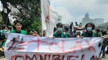 Mahasiswa mulai mendatangi kawasan patung kuda, Jakarta untuk demo menolak Omnibus Law Cipta Kerja, Selasa (20/10/2020).