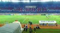 Kreativitas Viking Persib Club di Stadion Si Jalak Harupat, Kabupaten Bandung. (Muhammad Faqih/Bola.com)
