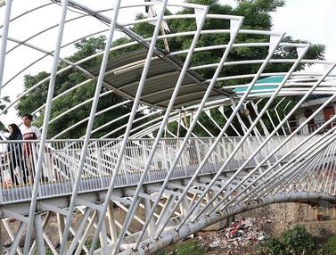 Kurang Perawatan, Atap JPO Jayakarta Rusak