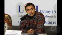 Lingkaran Survei Indonesia (LSI) memaparkan hasil survei '100 Hari Jokowi 3 Rapor Merah dan 2 Rapor Biru' di kantor LSI Jakarta, (29/1/2015). Adjie Alfaraby saat menerangkan hasil survei LSI. (Liputan6.com/Andrian M Tunay)