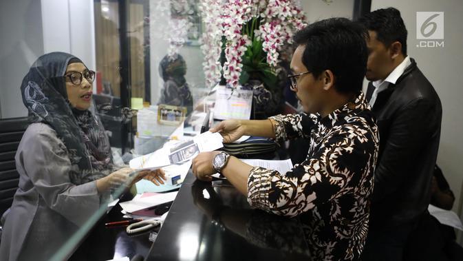 Jaringan Advokat Pengawal NKRI laporan kepada Mahkamah Kehormatan Dewan (MKD) terkait kasus penyebaran berita hoaks penganiayaan aktivis perempuan Ratna Sarumpaet di Jakarta, Kamis (4/10). (Liputan6.com/Johan Tallo)