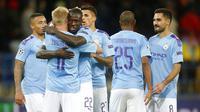 Pemain Manchester City merayakan kemenangan atas FC Shakhtar Donetsk pada laga Liga Champions di Stadion Metalist, Rabu (18/9/2019). Manchester City menang 3-0 atas FC Shakhtar Donetsk. (AP/Efrem Lukatsky)