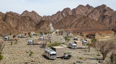 Suasana lokasi glamping atau glamorous camping di Hatta, Dubai, 15 Februari 2019. Dubai menawarkan lokasi glamping pemandangan pegunungan, pantai, dan gurun yang indah. (Karim Sahib/AFP)