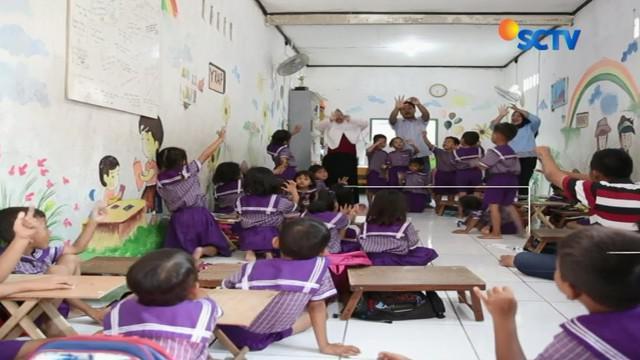 Adalah Mahmud Hasibuan yang awalnya tergugah melihat kondisi anak-anak Muara Angke yang lebih banyak menghabiskan waktunya untuk bekerja daripada sekolah.
