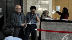 Dorodjatun Kuntjoro-Jakti (kiri) adalah menteri pada Kabinet Gotong Royong 2001-2004, Jakarta, Senin (10/11/2014)(Liputan6.com/Miftahul Hayat)