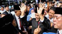 Menteri Pendidikan dan Kebudayaan (Mendikbud) Nadiem Makarim usai memimpin Upacara Peringatan HUT PGRI ke-74 dan Hari Guru Nasional 2019 di Halaman Kemendikbud, Jakarta, Senin (25/11/2019). (Liputan6.com/Johan Tallo)