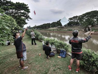 FOTO: Ngabuburit dengan Bermain Layang-Layang di KBT