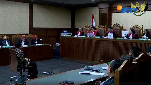 Di akhir sidang, jaksa juga menyerahkan hasil pemeriksaan Dokter RSPAD yang menyatakan bahwa Setnov sehat dan bisa mengikuti persidangan.