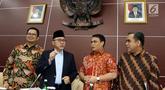 Ketua MPR Zulkifli Hasan (kedua kiri) serta Wakil Pimpinan MPR Mahyudin (kiri), Ahmad Basarah (kedua kanan), Ahmad Muzani (kanan) saat memimpin rapat gabungan di Kompleks Parlemen, Jakarta, Senin (23/9/2019). Ini merupakan rapat terakhir kepemimpinan MPR periode 2014-2019. (Liputan6.com/JohanTallo)