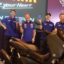Dua rider dari tim Monster Energy Yamaha MotoGP, Valentino Rossi dan Maverick Vinales saat peluncuran aplikasi Y-Connect (Yamaha Motorcycle Connect) pada All New Nmax 155 Connected/ABS.
