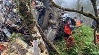 Helikopter Black Hawk mengalami kecelakaan usai mendarat darurat di Taiwan. (Source: Yilan County Fire Bureau)