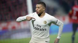 2. Kylian Mbappe (Paris Saint-Germain) - Pemain muda Les Parisiens ini memiliki Kecepatan 96, Dribel 92, Umpan 80, Tembakan 87, Fisik 69, Kemampuan Bertahan 60, OVR 90. (AP/Christophe Ena)