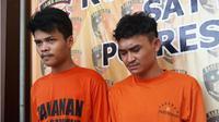 Dua orang yang diduga anggota geng motor, berinisial SP (20) dan DM  (20) warga Dusun Kedungsari Rt01/03, Desa Cengkong, Kecamatan Purwasari, keduanya ditangkap usai menganiaya Muhktar (19) warga Pancawati, Klari, Karawang. (Liputan6.com/Abramena)