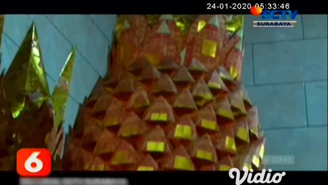 Menjelang Imlek atau Tahun Baru Cina penjualan kertas kim cua atau yang biasa disebut uang dewa untuk perlengkapan sembahyang makin laris, penjualan kim cua yang dibuat dalam aneka bentuk tersebut meningkat hingga dua kali lipat dibanding hari biasa.