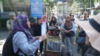 Komunitas pencinta sejarah Heritage Lover menggelar acara jelajah Babakan Ciamis di Bandung, Minggu (14/7/2019) pagi. (Liputan6/Huyogo Simbolon)
