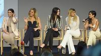 Drama kehamilan ini menimbulkan sebuah pernyataan untuk keluarga Kardashian. Mereka disebut haus akan popularitas. Tak mengambil pusing, mereka justru sangat senang karena Keeping Up with the Kardashian jadi lebih populer. (AFP/Dimitrios Kambouris)