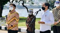 Menteri Kesehatan Budi Gunadi Sadikin dampingi Presiden Joko Widodo (Jokowi) tinjau vaksinasi COVID-19 di Waduk Pluit, Jakarta, Senin (14/6/2021). (Dok Kementerian Kesehatan RI/ Maulana & Sekretariat Presiden)