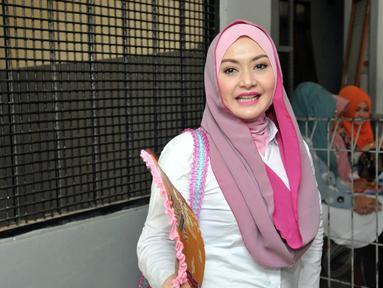 Eddies Adelia menjalani sidang perdana untuk kasus Tindak Pidana Pencucian Uang (TPPU) di PN Jakarta Selatan, Rabu (12/11/2014). (Liputan6.com/Panji Diksana)