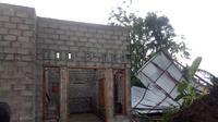 Rumah warga rusak diterjang angin kencang (BNPB)