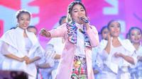 Via Vallen saat tampil di HUT SCTV ke-28. (Foto: Adrian Putra/Bintang.com)