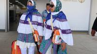 Keluarga Artapiah Armin Musahab saat di bandara. Foto: Darmawan/MCH