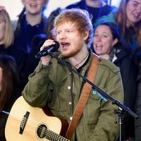 Ed Sheeran disebut telah bertunangan dengan Cherry Seaborn, wanita yang sudah dipacarinya selama kurang lebih dua tahun belakangan ini. Namun kabarnya Ed membantah kabar pertunangan ia dan Cherry itu. (AFP /JAMIE MCCARTHY / GETTY IMAGES NORTH AMERICA )