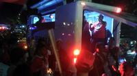 Mobil Komando Pendukung Jokowi-Ma'ruf Hibur Petugas Keamanan Debat Capres