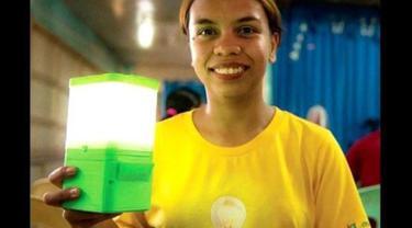 Pengusaha Muda Ini Ciptakan Lampu Berbahan Bakar Air Laut