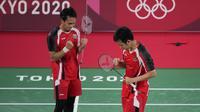 Pasangan ganda putra Indonesia, Mohammad Ahsan/Hendra Setiawan menjadi wakil Indonesia pertama yang lolos ke semifinal cabang bulu tangkis Olimpiade Tokyo 2020 setelah menang rubber game atas ganda Jepang, Takeshi Kamura/Keigo Sonoda, Kamis (29/7/2021) pagi WIB. (Foto: AP/Dita Alangkara)
