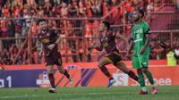 Ferdinand Sinaga mencetak gol penting saat PSM Makassar mengalahkan Bhayangkara FC di Stadion Andi Mattalatta Mattoangin, Makassar, Sabtu (13/7/2019). (Bola.com/Abdi Satria)