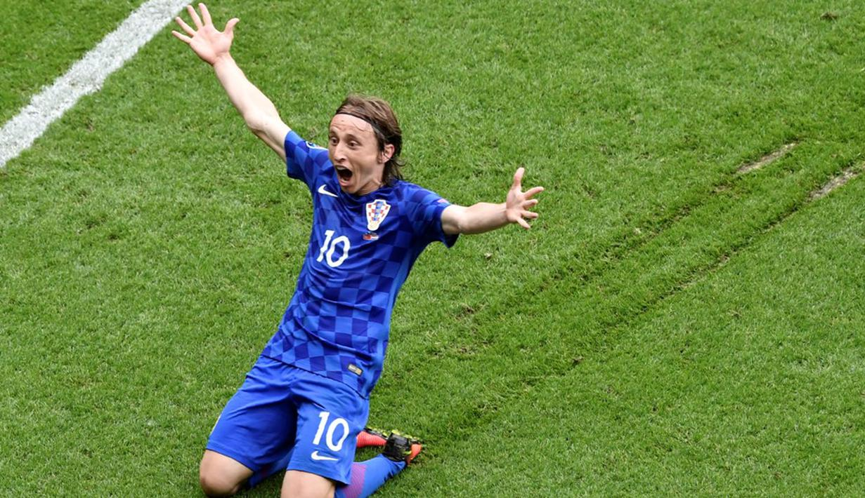 Luka Modric mencetak gol tunggal kemenangan Kroasia atas Turki dalam laga Grup D Piala 2016 di Stadion Parc des Princes, Paris, (12/6/2016). (AFP/Philippe Lopez)