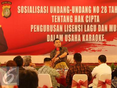 Anggota DPR Anang Hermansyah menghadiri sosialisasi UU No 28 Tahun 2014 tentang Hak Cipta terhadap pengusaha karaoke di Polda Metro Jaya, Jakarta, Kamis (6/10). Sosialisasi dihadiri sejumlah artis, musisi hingga pencipta lagu. (Liputan6.com/Gempur M)