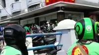 Panjangnya antrean BTS Meal di gerai McDonald's di Kota Palembang Sumsel (Liputan6.com / Nefri Inge)
