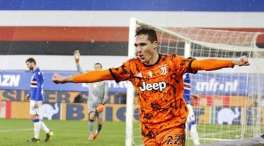 Pemain Juventus, Federico Chiesa, melakukan selebrasi usai mencetak gol ke gawang Sampdoria pada laga Liga Italia di Stadion Luigi Ferraris, Sabtu (30/1/2021). Juventus menang dengan skor 2-0. (Tano Pecoraro/LaPresse via AP)