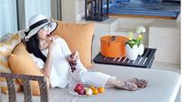 Syahrini membawa rombongan 25 orang libur lebaran ke Hongkong. Tidak hanya keluarga besar, pelantun lagu Sesuatu itu juga mengajak  asisten rumah tangganya. Selama sepekan Syahrini bersama rombongan mengisi libur lebarannya. (Instagram/princessyahrini)