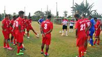 Timnas Fiji saat berlatih di Bekasi sebagai persiapan melawan Timnas Indonesia. (Bola.com/Fiji FA)