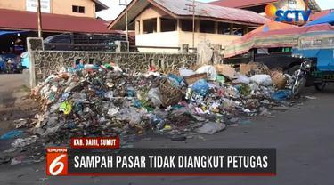 Selain sampah yang menumpuk, pusat pasar Sidikalang juga terlihat kumuh karena pedagang berjualan dengan posisi yang tidak teratur.
