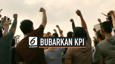 Komisi Penyiaran Indonesia menegur 14 program siaran, diantaranya promo film Gundala. Hal ini membuat sutradara Joko Anwar kesal dan menyerukan tagar #BubarkanKPI