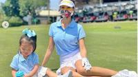 Farah Quinn Bermain Golf. (dok.Instagram @farahquinnofficial/https://www.instagram.com/p/CGqr1RxhsYd/Henry)