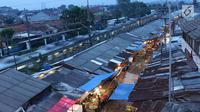 Pemandangan Pasar Kemiri Muka yang berada di kawasan Depok, Jawa Barat, Senin (23/4). Belum adanya jaminan keamanan menyebabkan PN Depok menunda eksekusi pasar tersebut hingga batas waktu yang belum ditentukan. (Liputan6.com/Immanuel Antonius)