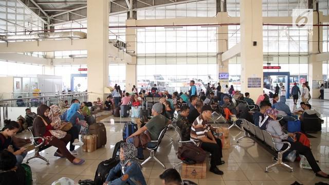 Memasuki H-4 Lebaran sekitar 33 ribu pemudik diberangkatkan dari Terminal Bus Pulo Gebang. Puncak arus mudik di terminal ini diperkirakan terjadi keesokan harinya.