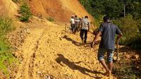 Banjir dan longsor melanda Kabupaten Aceh Selatan, Provinsi Aceh, Minggu malam (24/3/2019). (Liputan6.com/Rino Abonita)