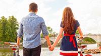 Nggak perlu takut menjalani hubungan jarak jauh dengan si dia, asalkan kamu melakukan hal-hal ini!